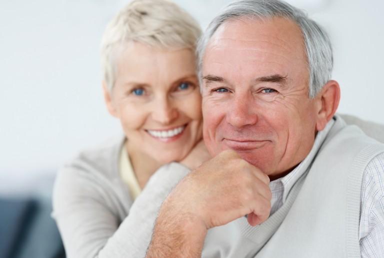 Happy_Elderly_Couple_Smiling_T_6361653